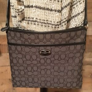 ❤COACH     Large Gray and Black Crossbody❤